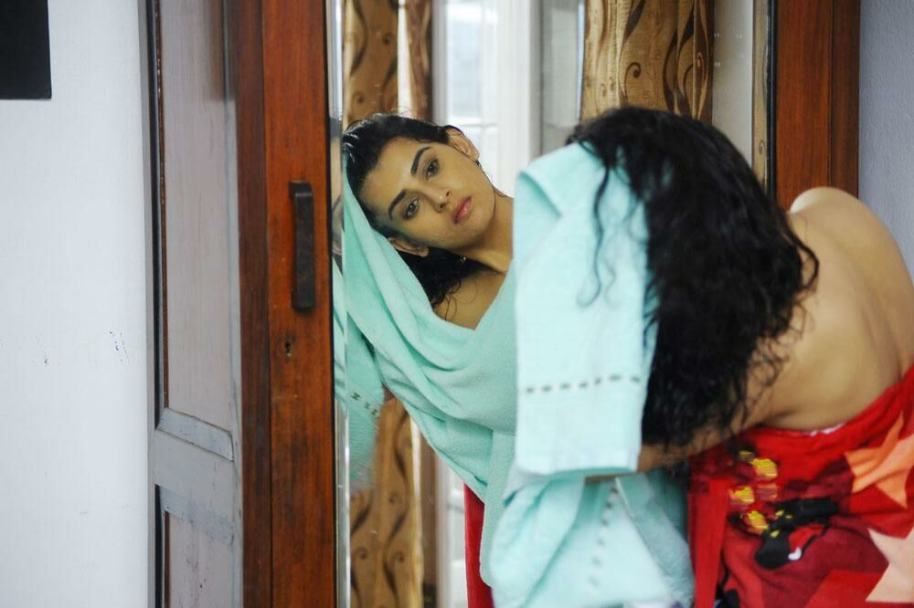 side anuhya reddy spicy bath scene in kullu manali movie unseen pics