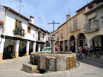 Plaza y Fuente Tres Chorros, Guadalupe, Caceres