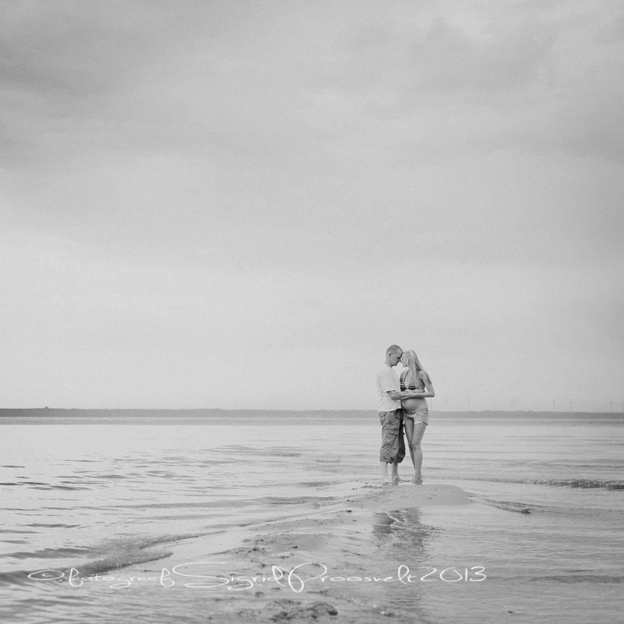 Laulasmaa-rannas-lapseootel-pildistamine