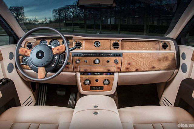 Xe Rolls-Royce Phantom phiên bản kính vạn hoa