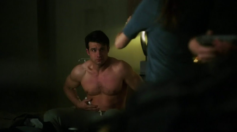 Dillon Casey Shirtless in Nikita s2e21