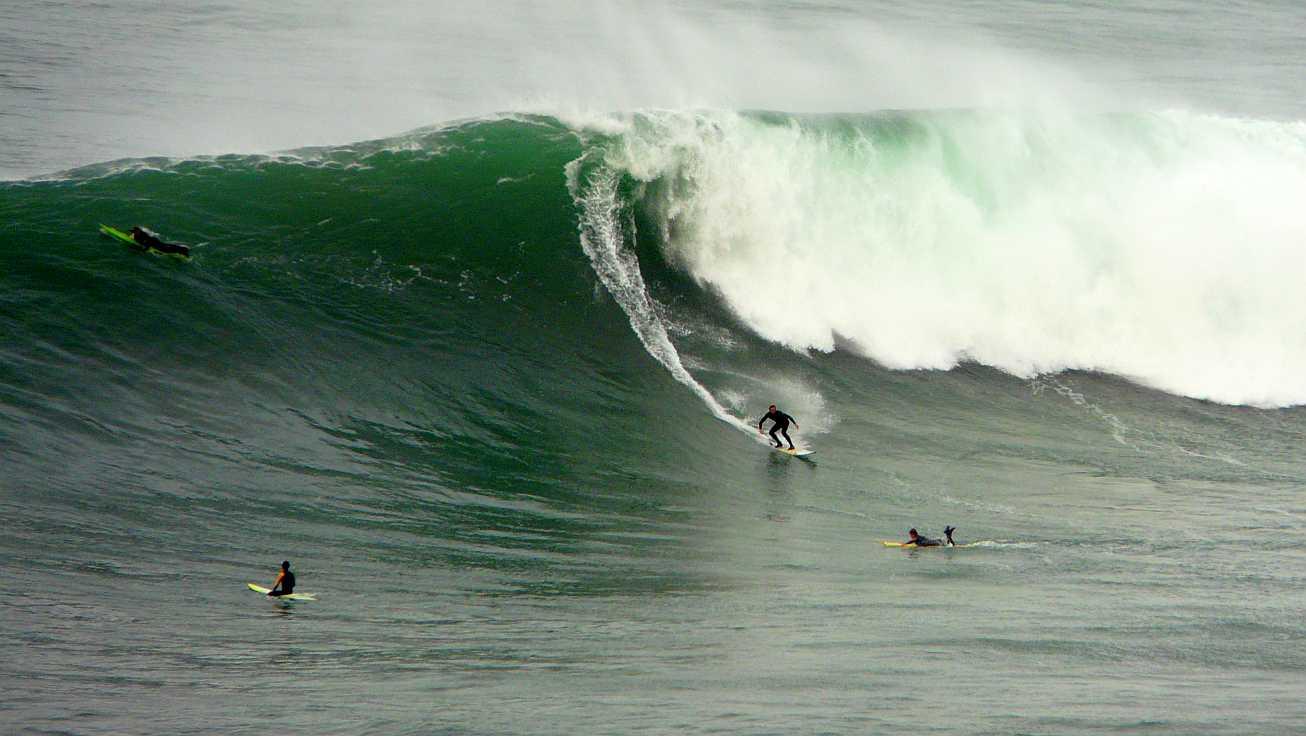 surf menakoz diciembre 2015 olas grandes 42