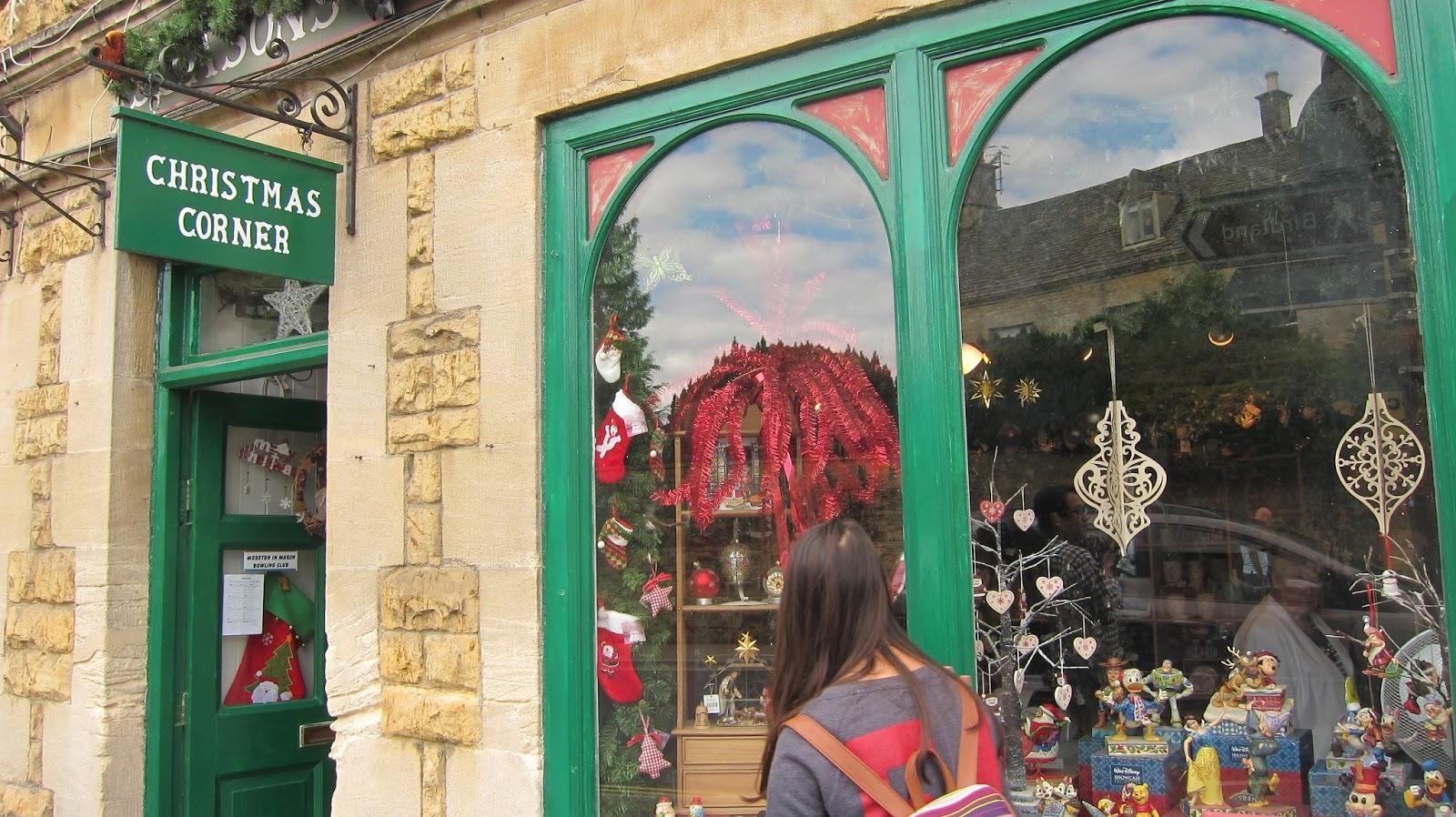 コッツウォルズ ボートン・オン・ザ・ウォーターのお店 クリスマス・コーナー
