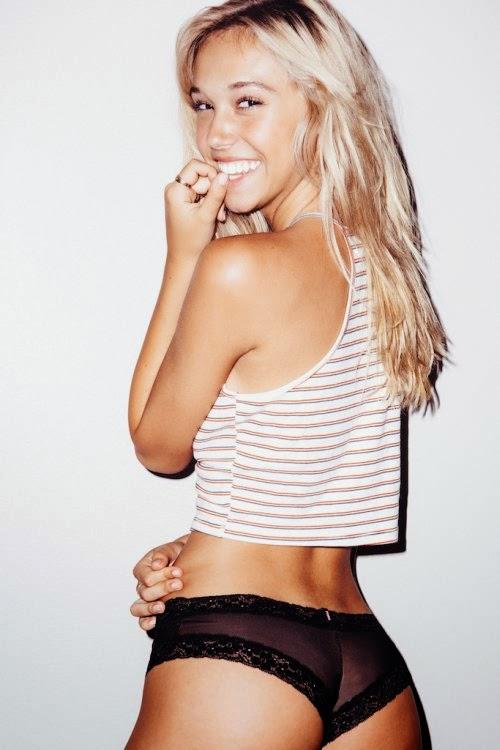 linda modelo Alexis Ren fotografada por Lucas Passmore ensaio fotográfico sensual descontraído divertido