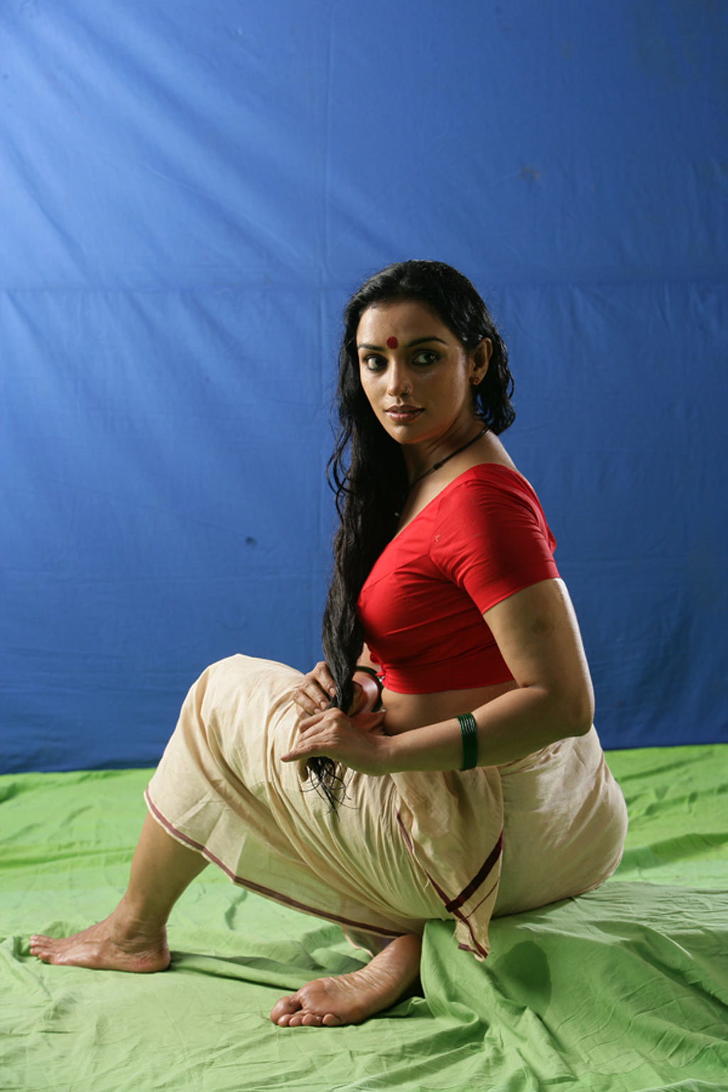 , Mallu Shweta Menon Hot Stills In Saree