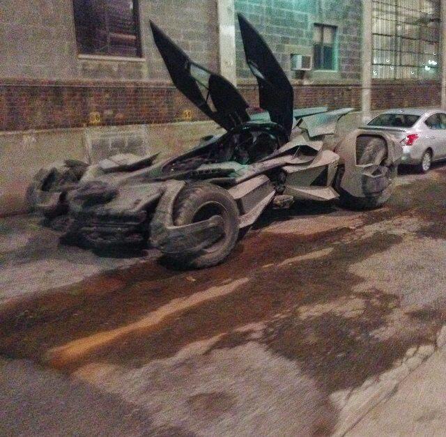 foto del Batmóvil en el rodaje Batman V Superman: Dawn of justice