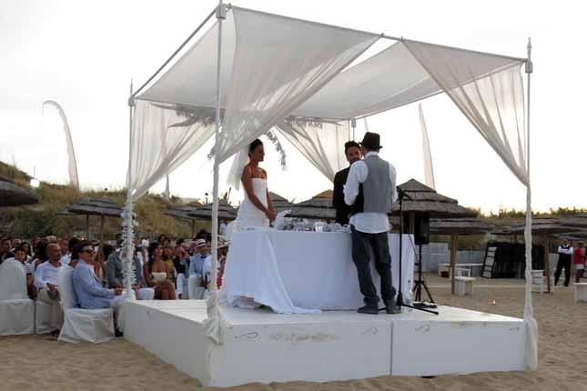 Matrimonio Spiaggia Monopoli : Oggi sposi matrimonio del settembre in