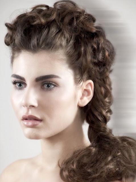 trenza cocida en cabello rizado