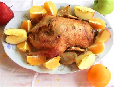 anatra al forno farcita con mele e arance - ricette di natale