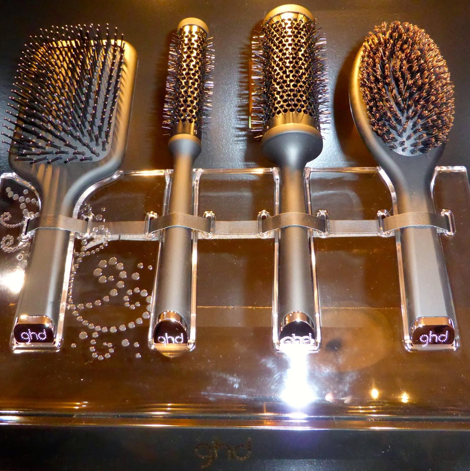 Le Studio 54 à Montpellier vous propose l'ensemble de la gamme de brosses GHD, brosse plate GHD, brosse ovale GHD, et brosses rondes GHD.
