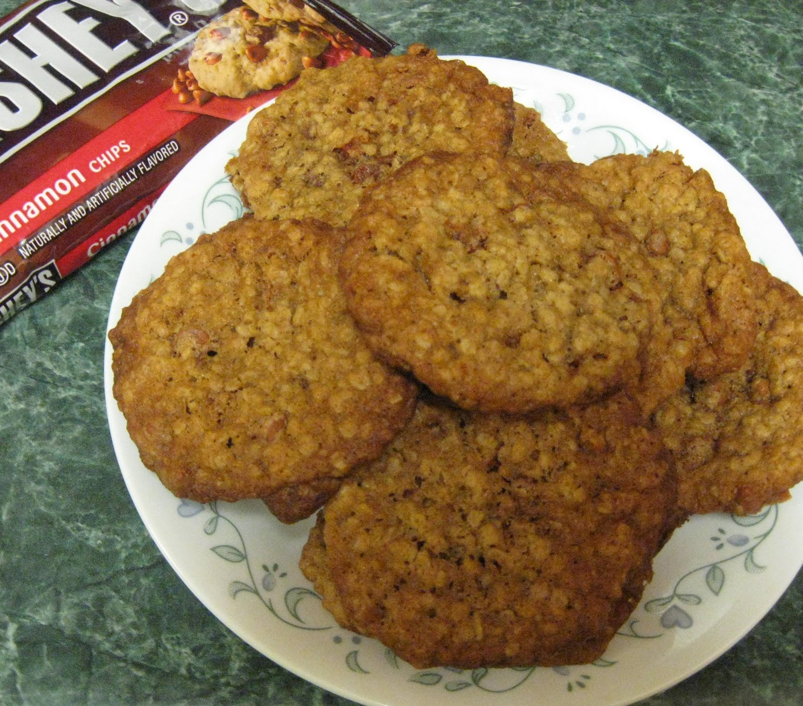 ... Does Dinner... Healthy & Low Calorie: Oatmeal Cinnamon Chip Cookies