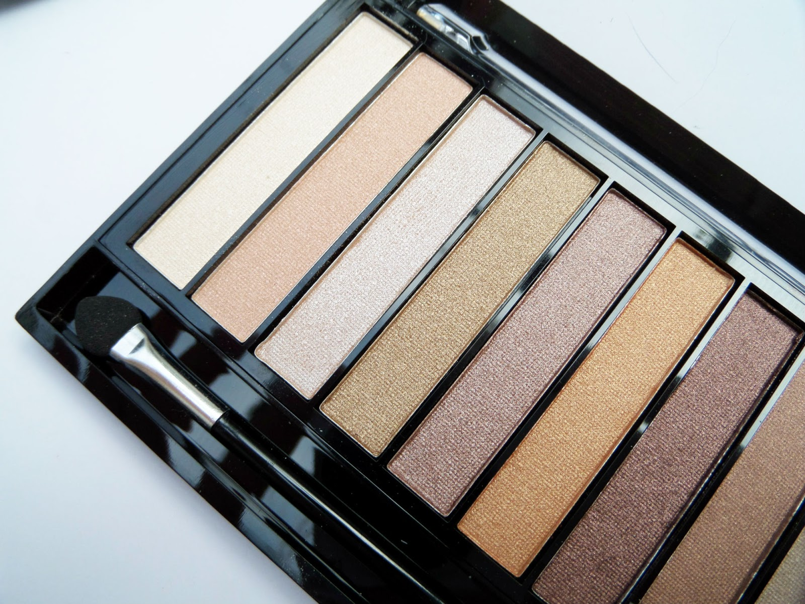 Colours of the Makeup Revolution Essential Shimmer Eyeshadow Palette