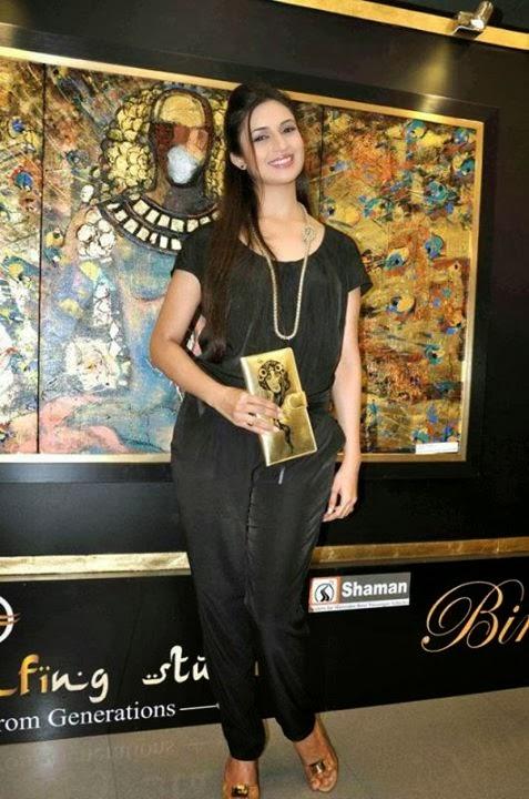 Divyanka Tripathi hot sexy figure in salwar kameez tight ...