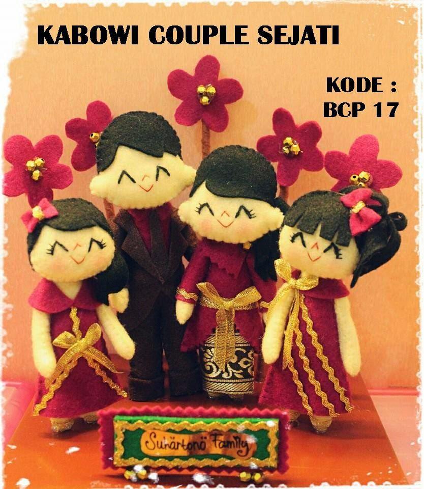 Souvenir pernikahan boneka pengantin unik untuk acara perkawinan