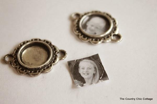Handmade Gift:  Grandma Photo Bracelet Tutorial -- learn how to make mom or grandma a great handmade photo charm bracelet with this super simple tutorial.