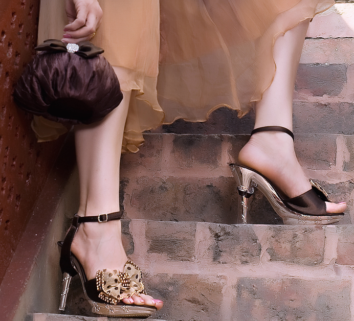 Metro Shoes mix and match Pakistan wedding clutch and shoes