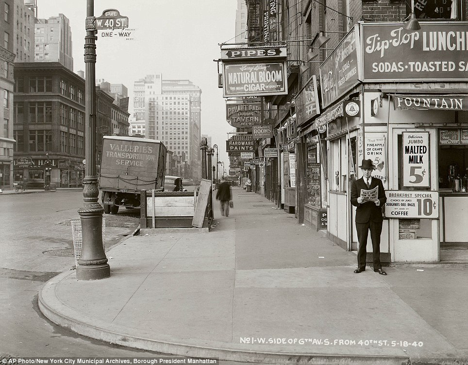 25 Breathtaking Photos From The Past - New York man reads a newspaper, headline reads