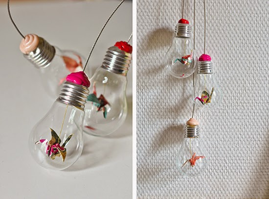 mobile feito com lampadas