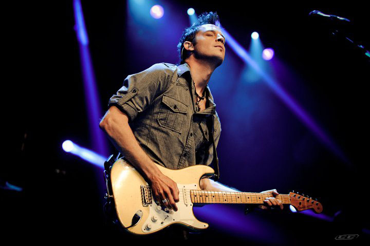 Lincoln Brewster - Joy To The World performing live on stage