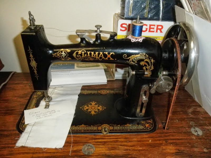 vibrating shuttle treadle sewing machine