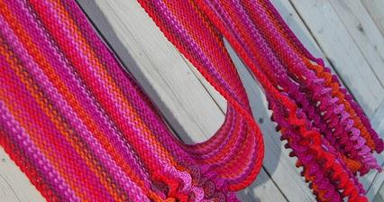 Вязаный спицами модный шарф-хомут. Подробная схема с