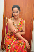 anasuya sizzling saree stills-thumbnail-18