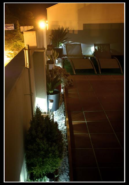 La terraza de haruki concurso terrazas patios y balcones for Cesped artificial ikea