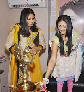 Priyamani Pictures in Salwar Kameez at Lakme Salon Launch at Secundrabad  0012