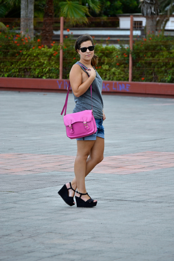 Look_outfit_color_rosa_bolso_satchel_misako_cuñas_negras_Zara_rayban_nudelolablog_03