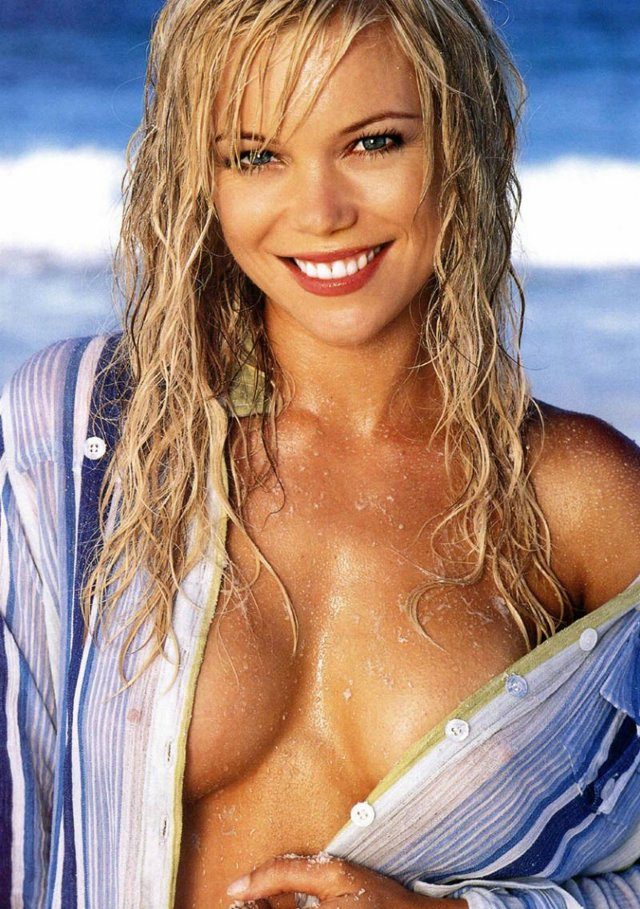 Sexy Hot Australian Women - Holly Brisley