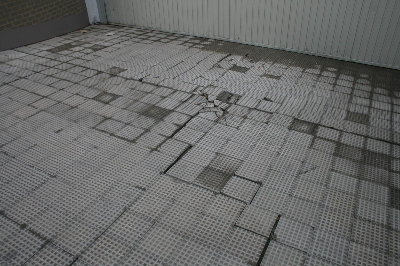 Peritararquitectura degradaci n de pavimento en rampa de - Baldosas para garajes ...