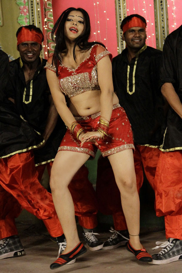 Swetha Basu Prasad sexy legs, Swetha Basu Prasad hot sexy navel pics, Swetha Basu Prasad deep navel, Swetha Basu Prasad Hot Item Song in Punnami Rathri Movie