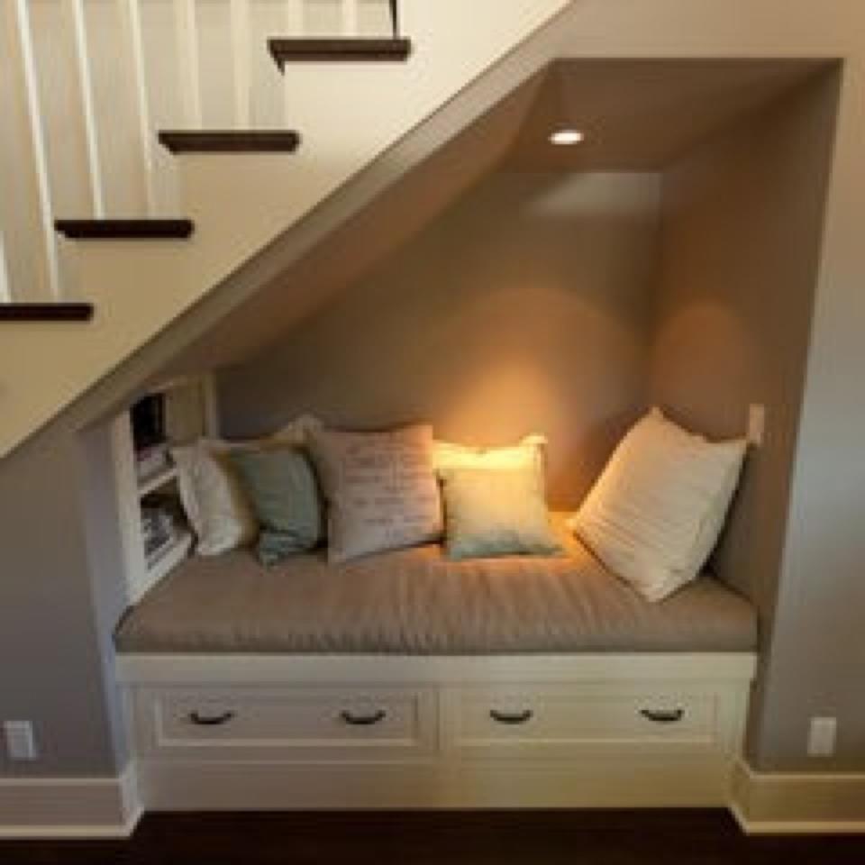 Mil ideas para la casa y el jardin cama sof debajo de for Cama bajo escalera
