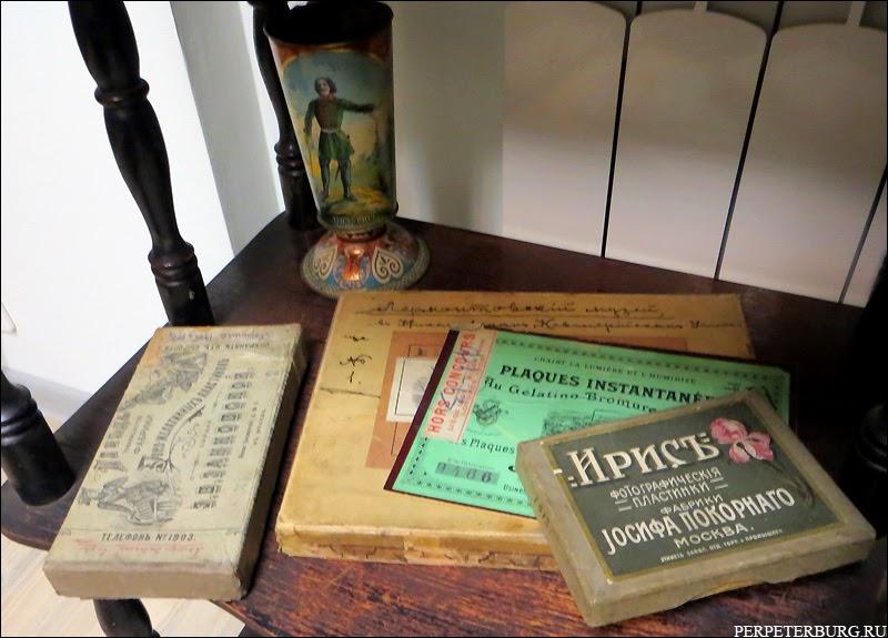 Антиквариат в музее истории фотографии в Петербурге