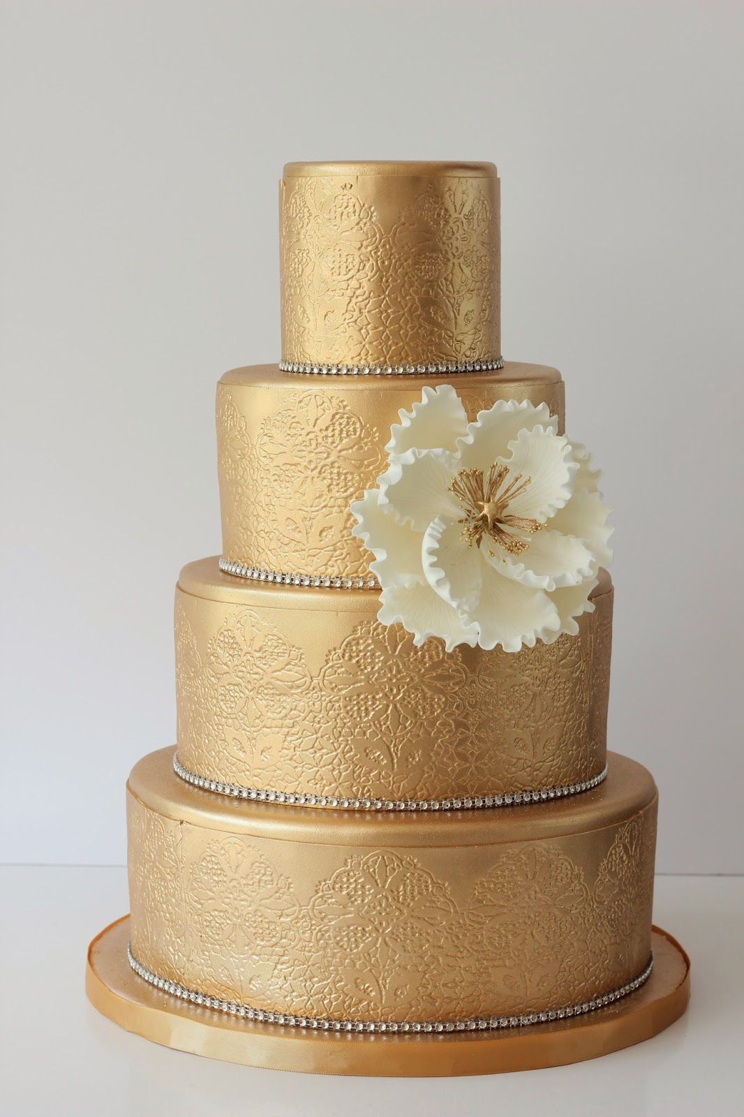 Metallics In 2014 Make Your Wedding Cake Shine Why Not It Stand Out By Adding One Metallic Tier Or Even Making The Entire
