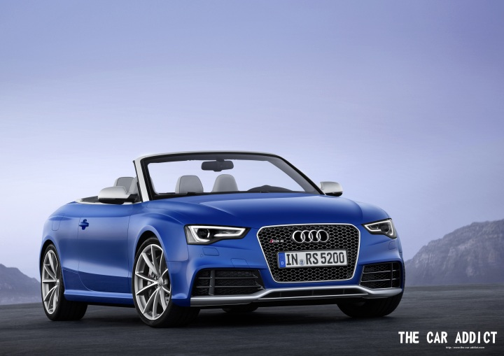 Audi RS5 Convertible blue