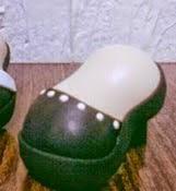 http://tuimaginaycrea.blogspot.mx/2014/04/zapatos-de-tacon-para-fofuchas.html