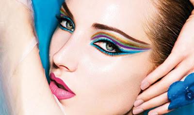 delineadores de olhos coloridos