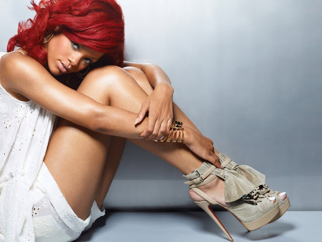 rihanna hot wallpaper. rihanna hot 2011.