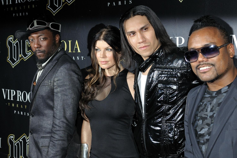 http://1.bp.blogspot.com/-CLOkqvgKxa0/TwXQo1ElRhI/AAAAAAAABVA/ej26VMPbeuM/s1600/Les_Black_Eyed_Peas_en_concert_au_VIP_Room_Paris_3.jpg