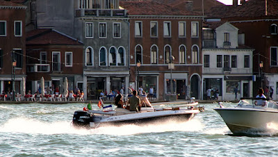 Sportboot auf dem Canale della Giudecca, Photo by Gunther H.G. Geick