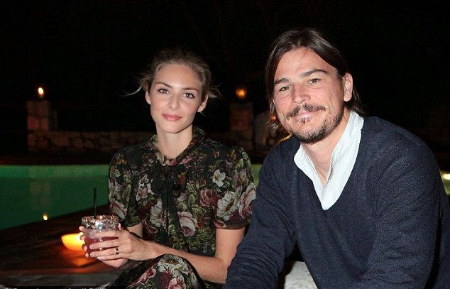 The 36-year-old posed so romantically with his British actress girlfriend, Tamsin Egerton, 26 and they lived together at Italy since October 2014.