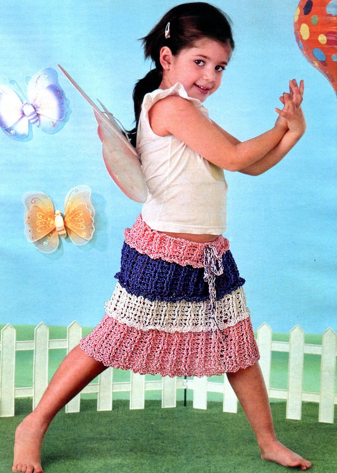 Журнал по вязанию крючком представляет коллекцию летней одежды для.