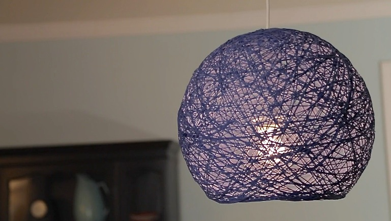 new video how to make giant yarn lampshades lanterns and globes made everyday. Black Bedroom Furniture Sets. Home Design Ideas