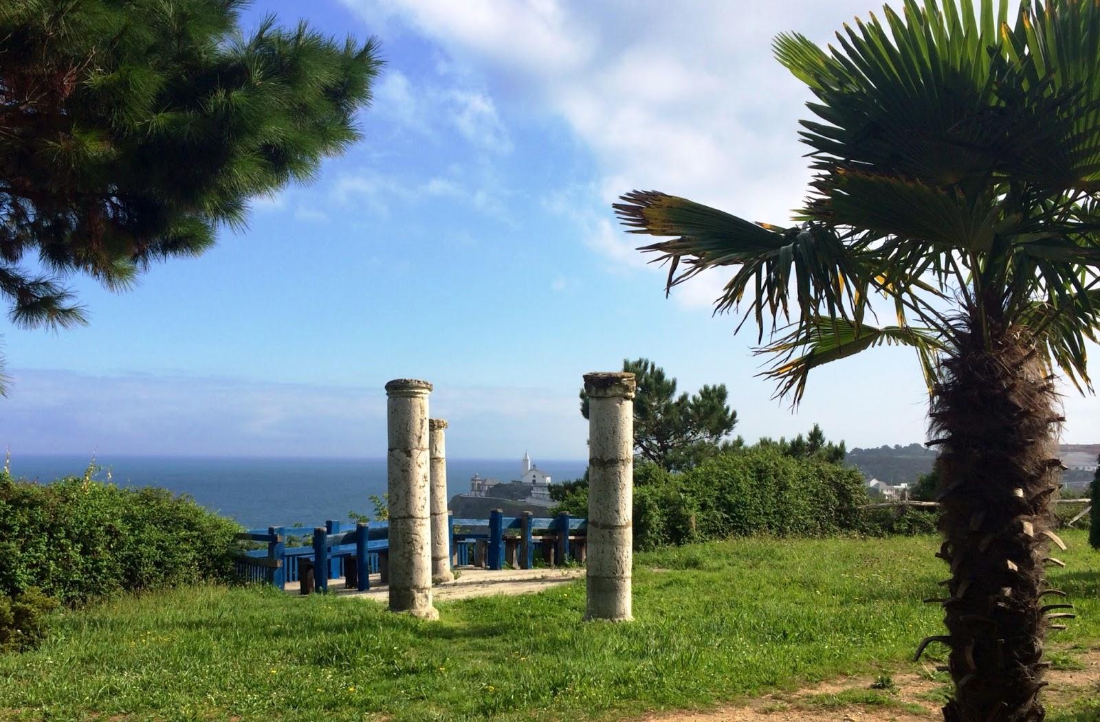 Caf arcadia el arte de quedarse solo jard n y trampantojo for Cementerio jardin del mar