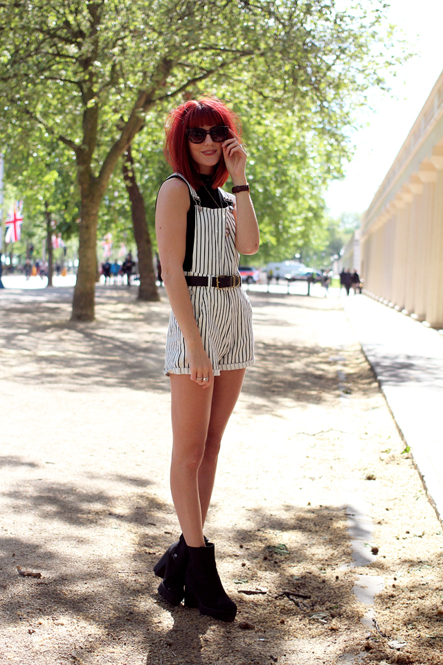 Fashion Blogger Wonderful You wears Missguided Black and White short dungarees