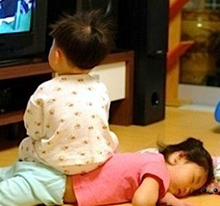 funny photo: two chinese kids