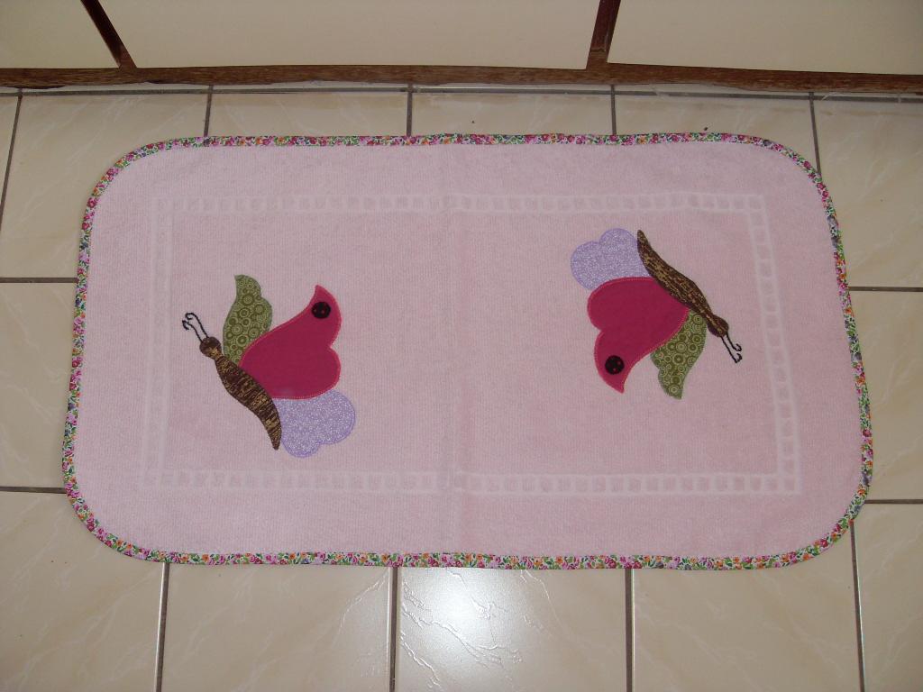 Patchwork Em Tapete De Banheiro : Em tecidos atoalhados, a aplica??o de tecidos d? um charme a