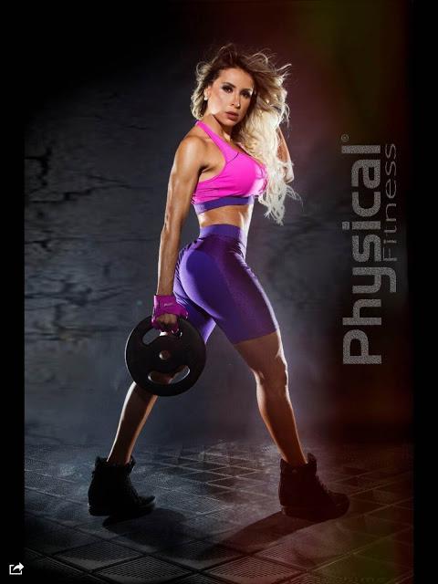 Legendete Aleesandra Batista exibe barriga sarada e arrasa de Ring Girl