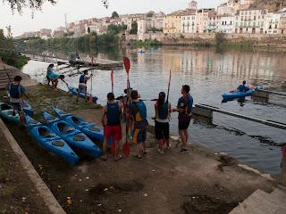 embarcant i iniciant la ruta pel riu ebre